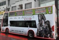 Publicidad bus de turimos Assassins Creed